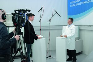 FFT_Press_Release_ISO16890_Picture1_Expert-interview_CMYK_300dpi