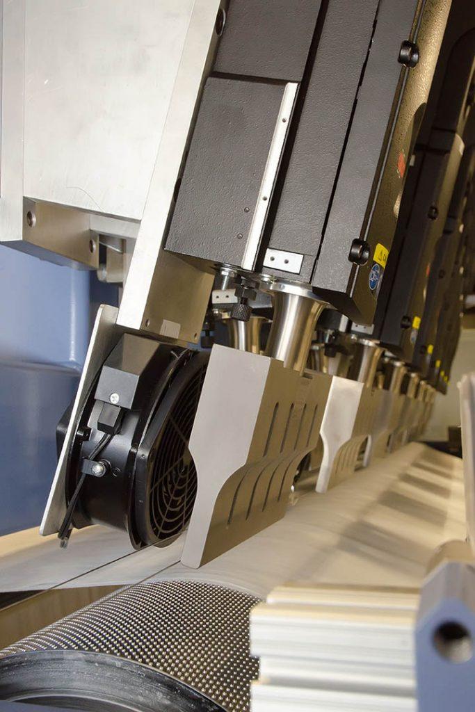 Ultrasonic laminator for bonding nonwoven filtration media