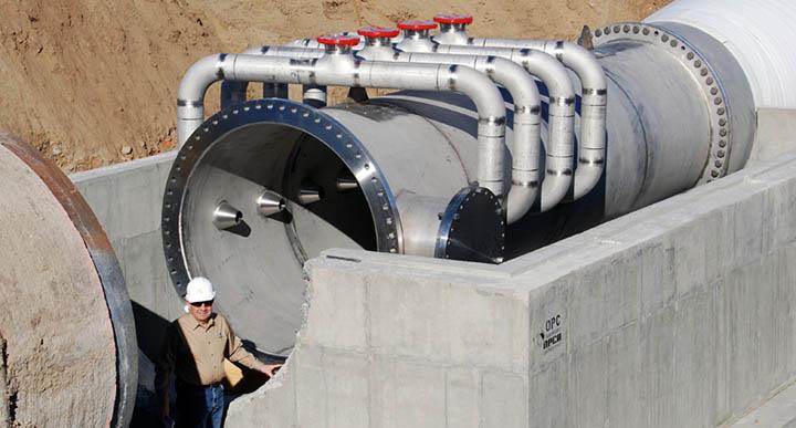 Angelo Mazzei beside a pipeline flash reactor (PFR)